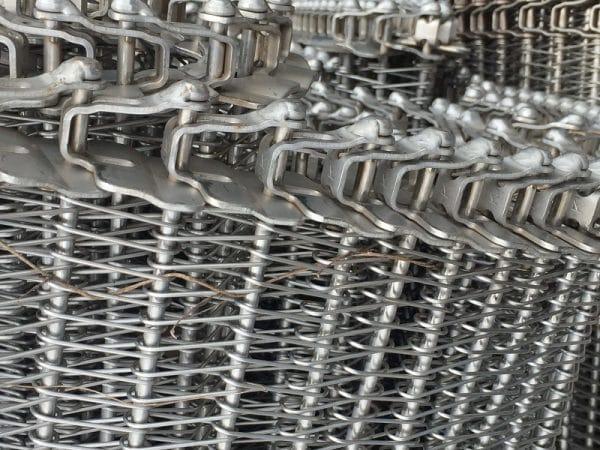 Một số ưu điểm của băng tải lưới inox cần biết 2